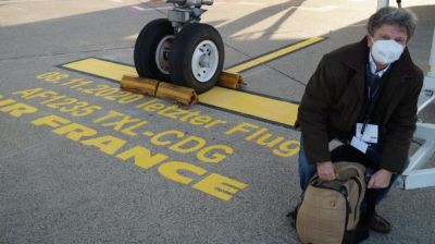Letzter Flug (mit unserem Autor Andreas W. Schulz): Eine besondere Parkmarkierung für diesen historischen Flug gehört sich.