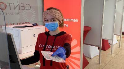 An einigen Flughäfen, wie zum Beispiel in Hamburg, ist der Testanbieter Centogene vertreten und führt die seit 23. November verpflichtenden PCR-Tests für Kanaren-Reisende durch.