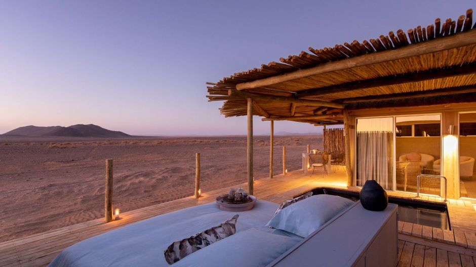 Another trend at Wilderness Safaris in Corona times: Camps are often exclusively booked by one single group. Camp Little Kulala located in the Namib Desert close to Sossusvlei in Namibia offers accommodation in eleven thatched villas.