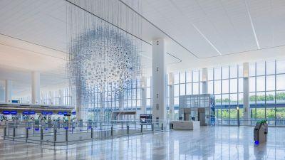Praktisch ein neuer Flughafen: La Guardia (hier Terminal B), der dritte Airport neben JFK und Newark, präsentiert sich nun ultramoderrn.