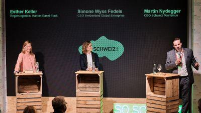 Eidgenössisches Trio bei der Eröffnung des Pop Up House of Switzerland: Regierungsrätin Esther Keller (Kanton Basel-Stadt) und die CEOs Simone Wyss Fedele (Switzerland Global Enterprise) und Martin Nydegger (Schweiz Tourismus).