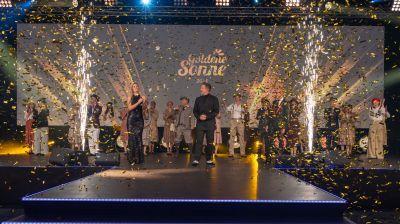 """Goldener Konfetti-Regen durfte nicht fehlen bei der diesjährigen Gala von Sonnenklar TV zur Verleihung der """"Goldenen Sonne 2021""""."""
