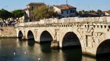 Attraktion in Rimini: die von den Römern gebaute Tiberius-Brücke