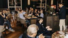 """Peakwork-Chef Ralf Usbeck lud Geschäftspartner und Manager von bekannten Reiseunternehmen zum """"Kaminabend"""" in Frank's Restaurant nach Düsseldorf."""