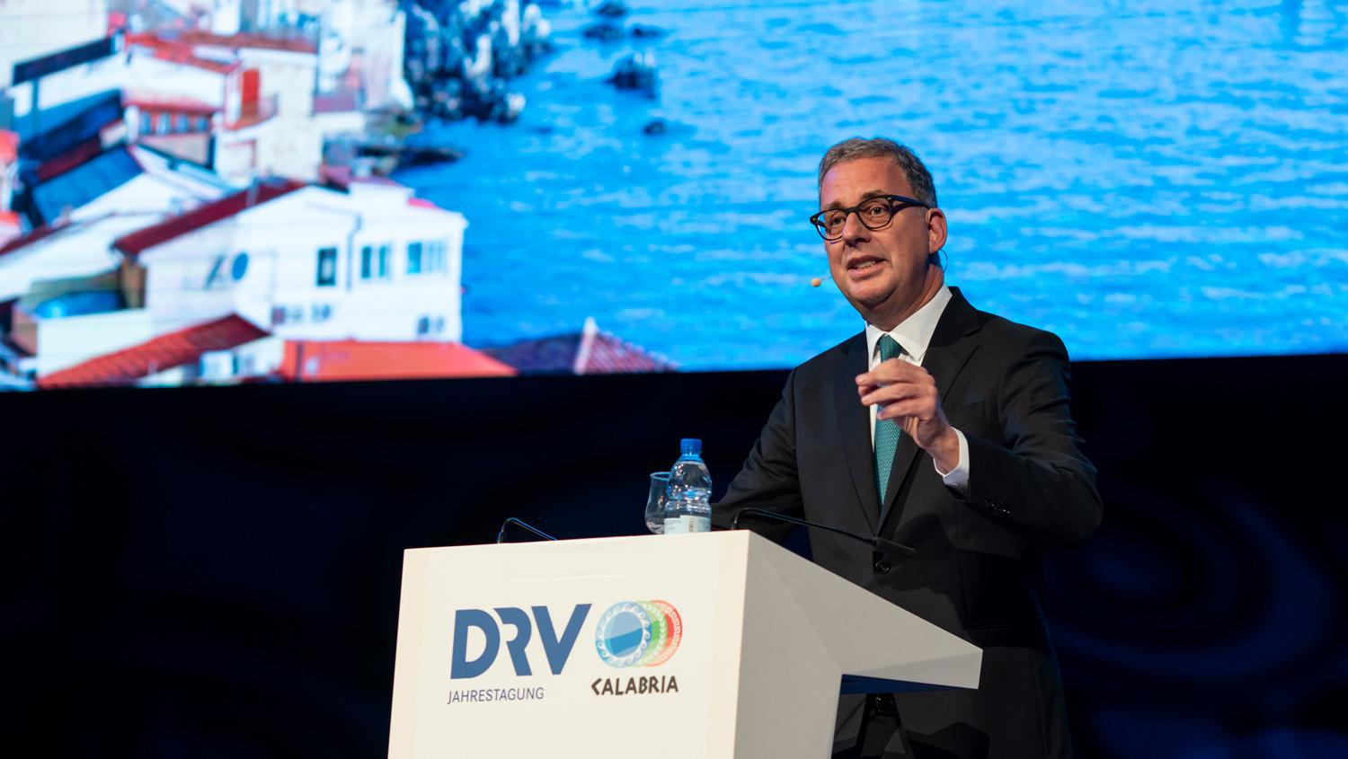 Norbert Fiebig addresses the DRV conference in Calabria