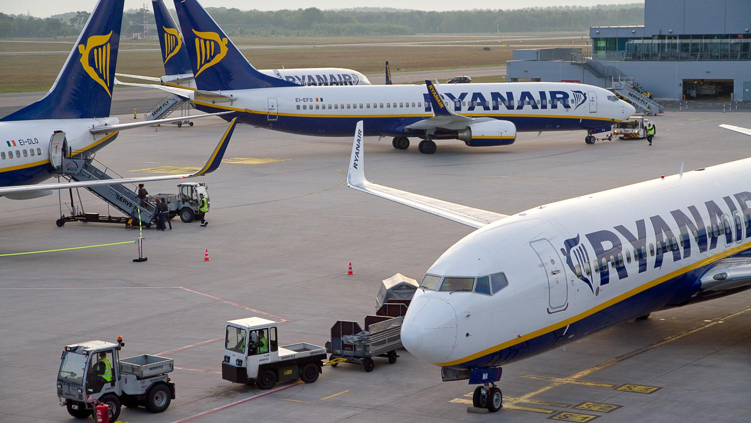 Ryanair will shrink from five to three planes stationed at Weeze Airport.