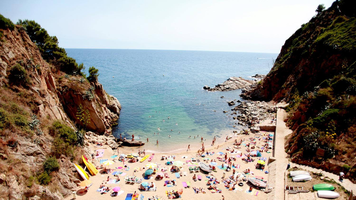 Spanish beaches (such as Tossa del Mar) will be full again this summer.