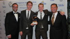 Den Fair Play Award bekam Dreamlines. Den Preis nehmen Philipp Treptow (Mitte links), Business Development, und Thomas Junge, Head of Business Development (Mitte rechts) entgegen.