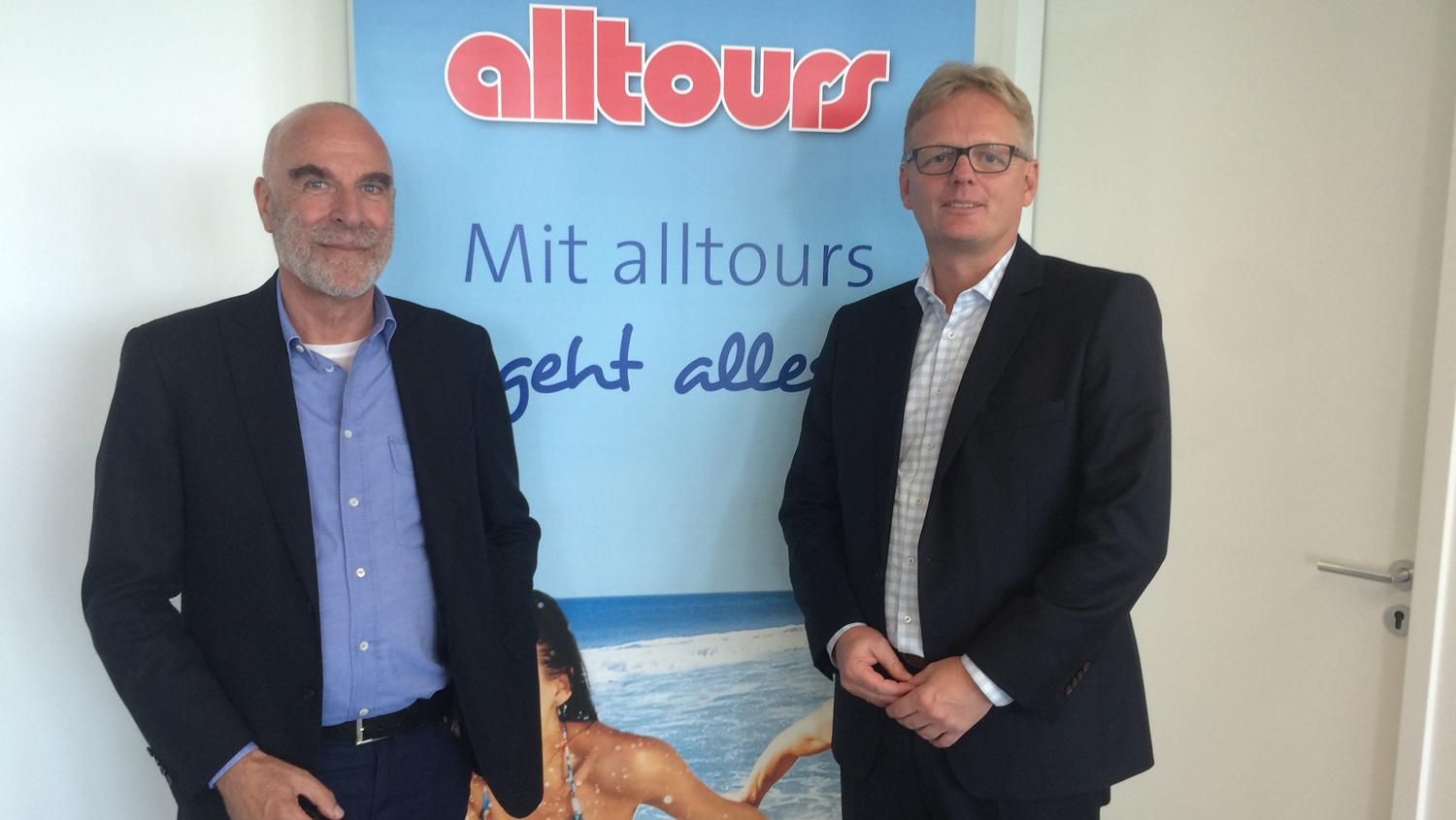 Willi Verhuven and tourism director Markus Daldrup.