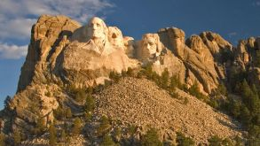 Amerikanische Ikone: der Mount Rushmore in South Dakota mit den Präsidenten George Washington, Thomas Jefferson, Theodore Roosevelt und Abraham Lincoln.