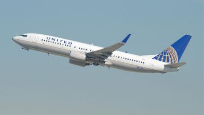 United_Airlines_Boeing_737-800_1500
