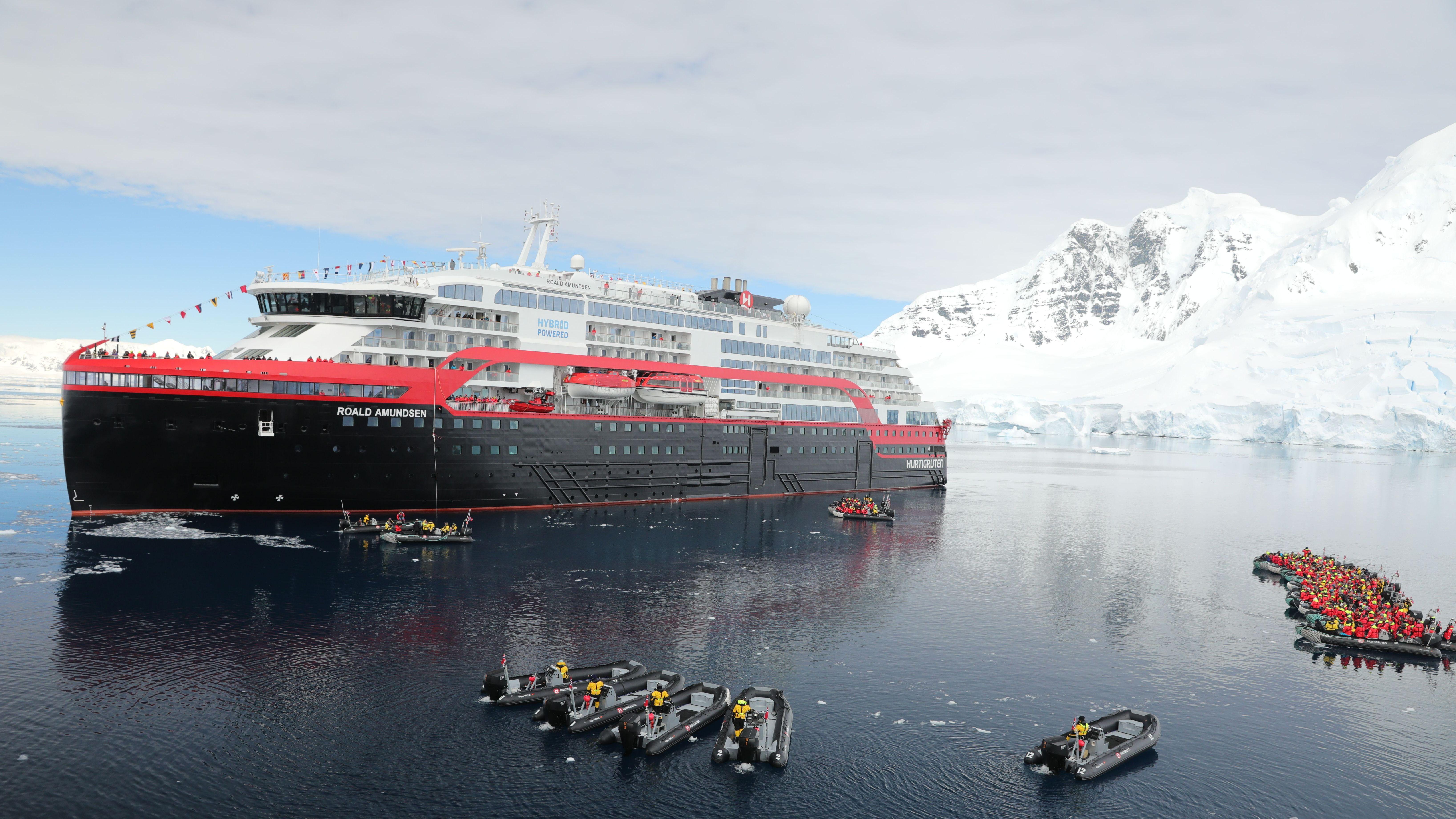 Zeremonie: Die Roald Amundsen wurde in Antarktis getauft - fvw Blog - Touristik für Fortgeschrittene
