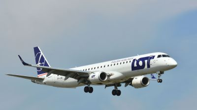LOT_Embraer_E195