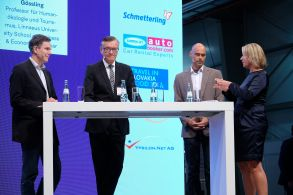 (from left): Dietrich Brockhagen, Matthias von Randow and Stefan Gössling in discussion with fvw's Marliese Kalthoff