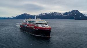 Hurtigruten, Roald Amundsen, Expeditionsschiff, Hybridantrieb