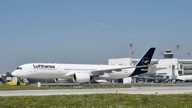 Ready for restart: Lufthansa is preparing a larger part of its fleet (such as this Airbus 350 in Munich) for an extended flight schedule in the first half of June.