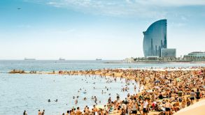 This summer, Spain won't allow masses of tourists like here on the beach of Barcelona. But there are hopes that the summer holiday season is not completely lost.