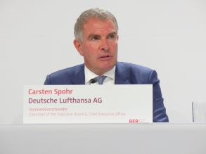 Preparing for a challenging winter: Lufthansa Group is deeply in the red in the first three quarters of 2020, CEO Carsten Spohr has to admit.