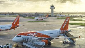 Airlines such as Easyjet could face renewed balance-sheet pressures due to another desastrous summer business, analysts warn.
