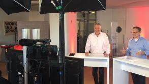 Lights, camera, action: Editors-in-chief Klaus Hildebrandt and Georg Kern presented fvw | TravelTalk Counter Days.