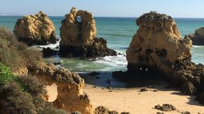 Portugal is aiming for a comeback in May. At the moment, Algarve beaches such as Praia dos Arrifes are still deserted.