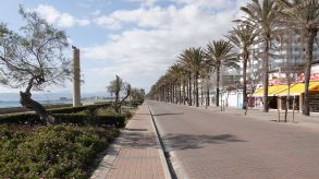Deserted for months: The seaside promenade in Playa de Palma is ready for German tourists.